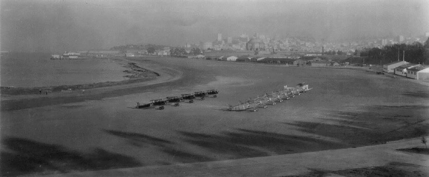 Crissy_field_1920s_planes_lined_up