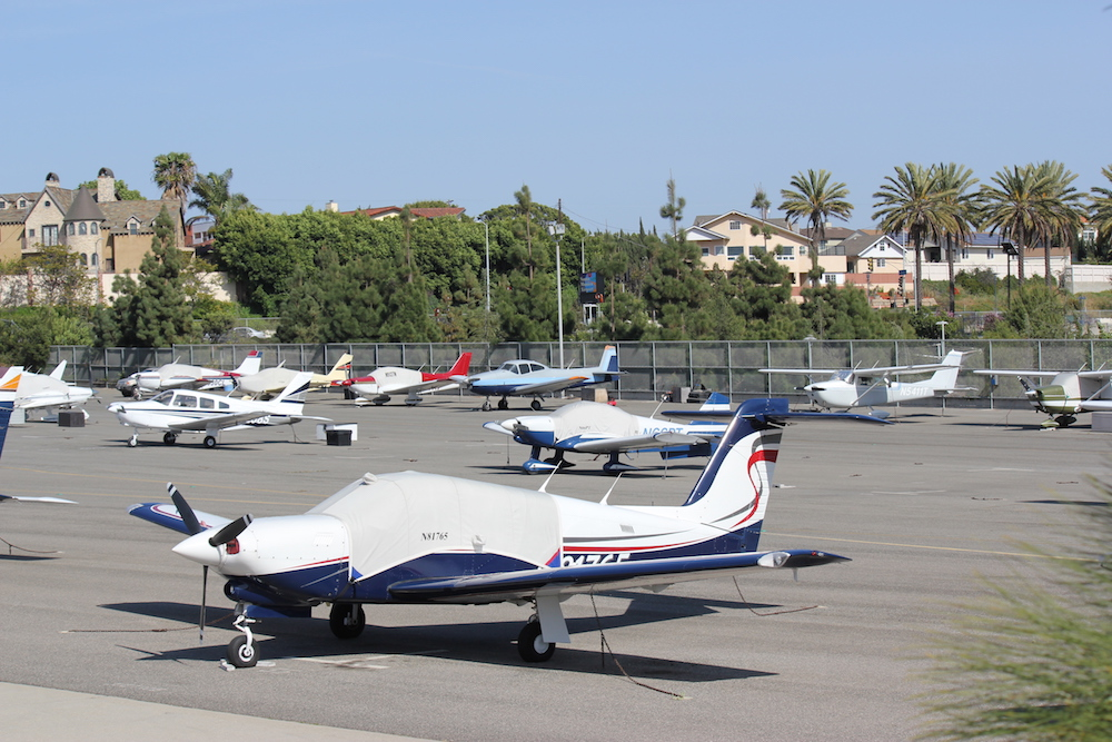Santa_Monica_Airport_before_airplane_removal_Michael_Brodsky_LOWREZ